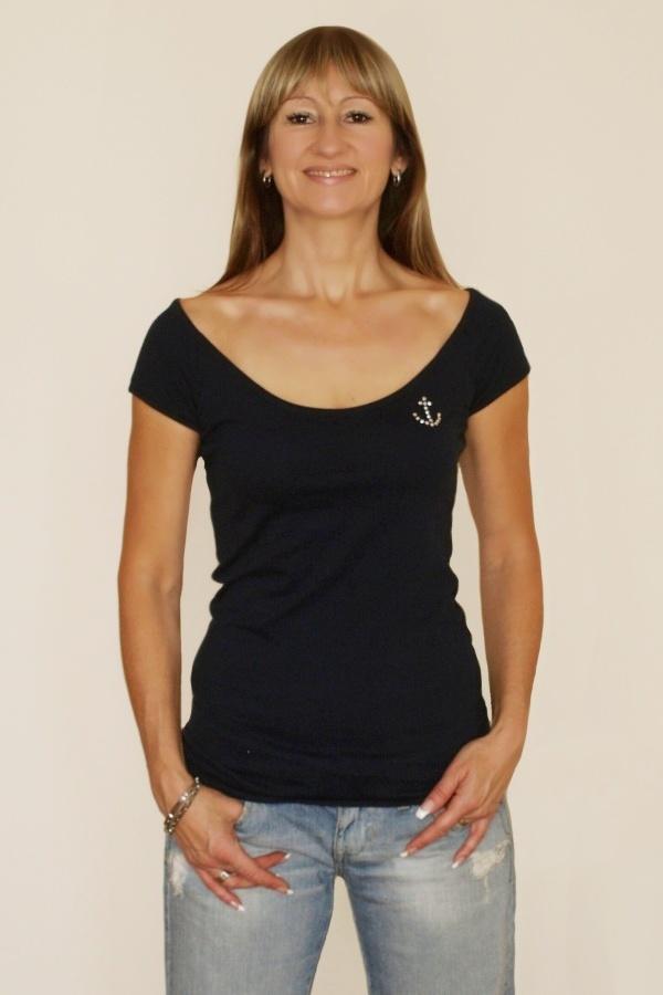 Modré tričko s kotvou Swarovski s hlubokým výstřihem